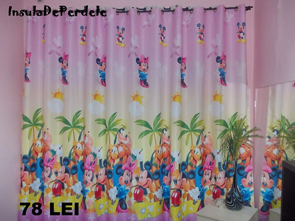 Draperie blackout fond roz, cu Mickey si Minnie