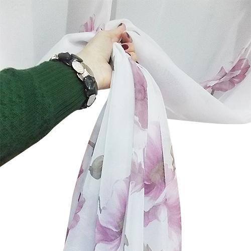 Perdea voal alb cu  flori mov