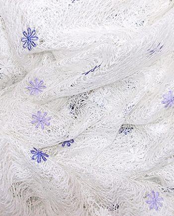 Perdea panza paianjen, culoarea ivoir, cu flori   alb-mov-lila