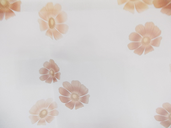 Perdea voal alb cu  flori maro
