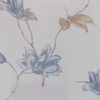 Perdea alba cu flori albastre