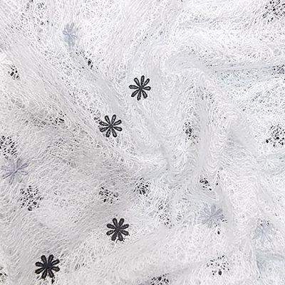 Perdea panza paianjen, culoarea alb, cu flori alb-gri-wenge