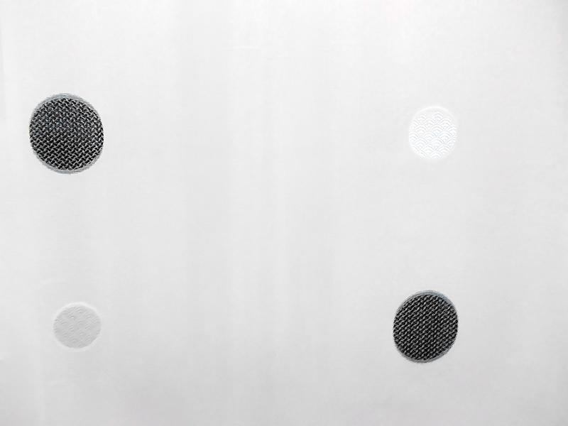 Perdea inisor alba cu cercuri alb negru